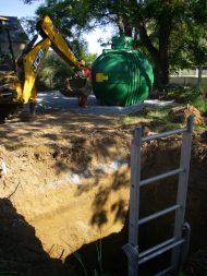 2e jour : la cuve d'eau de pluie est prête à être enfouie...