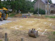 Les semelles des 9 plots de la maison et les fouilles du garage sont tracées au sol par nos soins